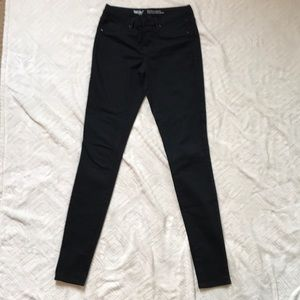 ✨Mossimo Size 4 Midrise Jegging